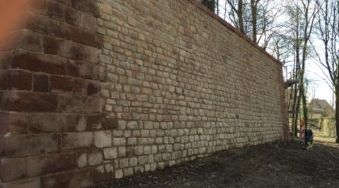 Sandsteinarbeiten, Landau, Mauern im Fort