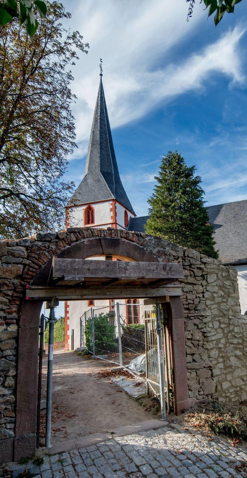 Außenmauer der Bergkirche wird saniert